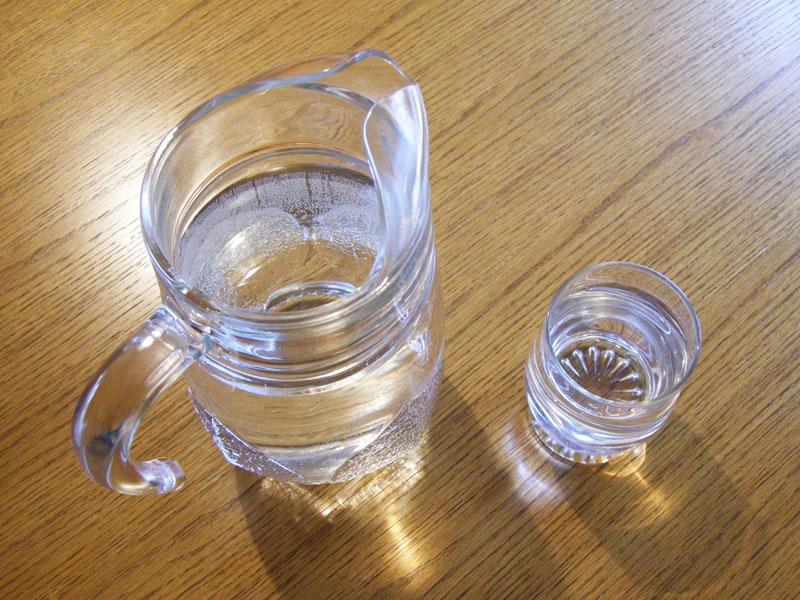 Trinkwasserglaskrug